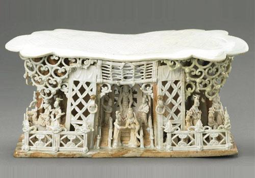 青白瓷戏剧舞台人物纹瓷枕